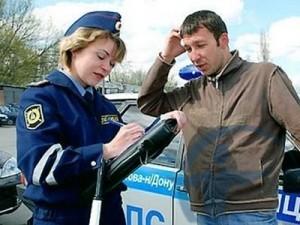Изображение - Коэффициент на страховку автомобиля inspektor-strakhuet-narushitelya-300x225