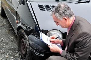 оценка повреждений автомобиля после аварии