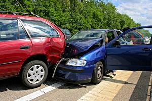 две разбитые машины из за аварии