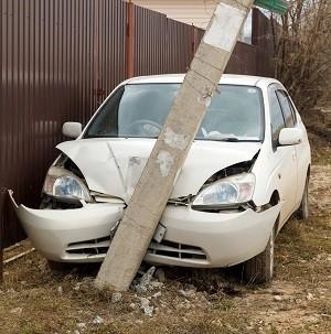 машина врезавшаяся в столб