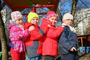 группа детей в детском саду