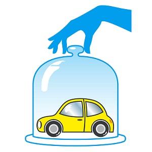 страхование автомобиля-автомобиль под стеклом