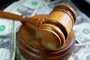 молоток в суде