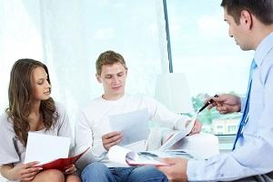 обсуждение с агентом документов перед подписанием страхового договора