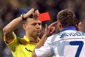 Нарушения правил и травмы футболистов