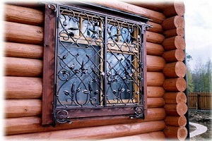 решетки на окнах загородного дома