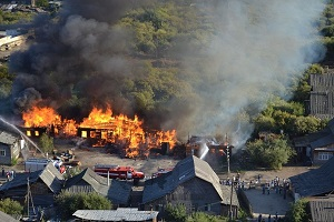 несколько сгоревших домов